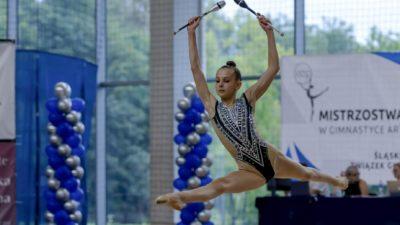 zawody w gimnastyce dziewczyn